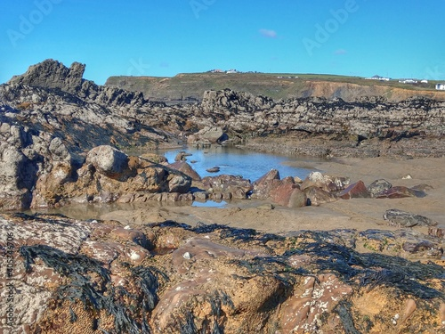 Canvas-taulu Scenic View Of Rocky Shore Against Sky