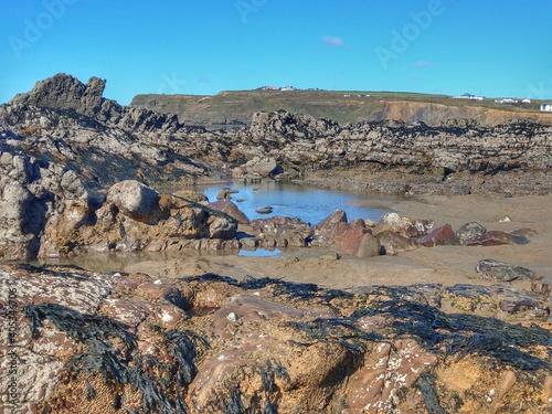 Obraz na plátně Scenic View Of Rocky Shore Against Sky