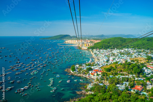 Photo The longest cable car situated on the Phu Quoc Island in South Vietnam and below