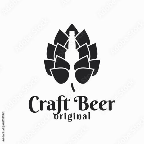 Платно Beer hop and beer bottle. Craft beer logo on white