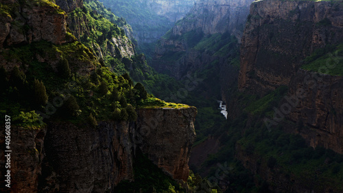 Fotografia green canyon in the mountains