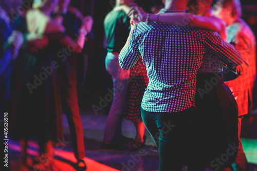 Couples dancing traditional latin argentinian dance milonga in the ballroom, tan Fototapete