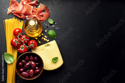 Obraz Italian food background with food - fototapety do salonu