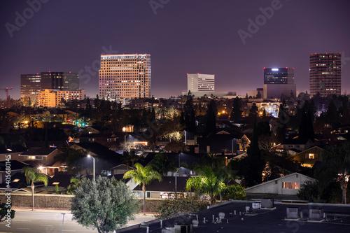 Fotografija Night time view of the skyline of downtown Costa Mesa, California, USA