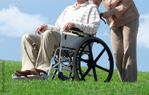 Canvastavla 車椅子で散歩する夫婦
