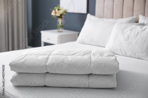 Soft folded blanket on bed at home Fototapete