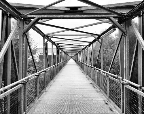 Photo Empty Footbridge Along Footpath
