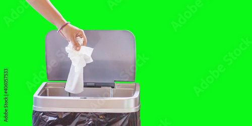 Papel de parede Woman hand throwing a white used crumpled tissue paper handkerchief into a garbage trash bin
