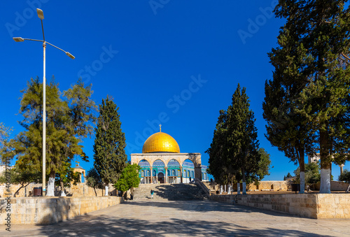 Obraz na plátně Temple Mount with arches and stairway leading to Dome of the Rock Islamic monume