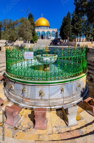 Fototapeta Al-Kas ablution fountain at lower platform of Temple Mount with Dome of the Rock
