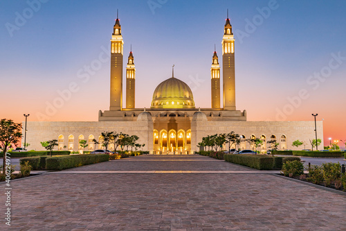 Obraz na plátně Sunset at the Sultan Qaboos Grand Mosque.