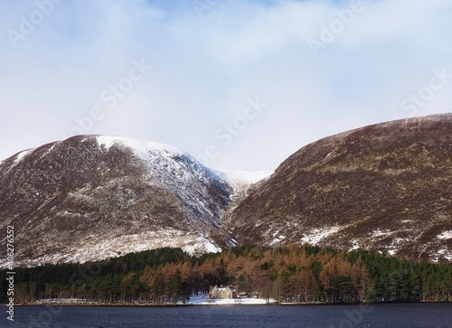 Scenic View Of Lake And Mountains Against Sky Fototapet