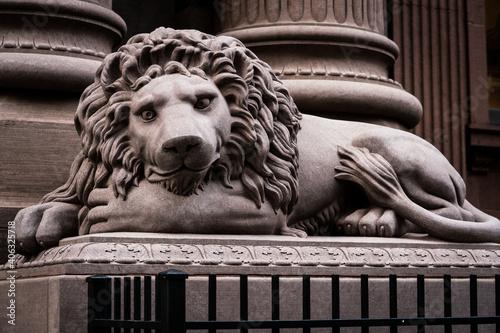Obraz na plátně Lion Statue Outside Dollar Savings Bank
