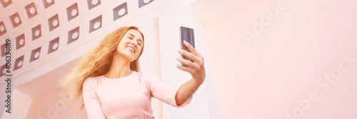 Obraz na plátně Young woman doing self portrait outside