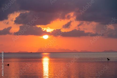 Coucher de soleil sur la mer à Ko Pha Ngan, Thaïlande