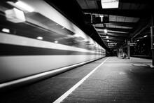 Zug Verlässt Augsburger Hauptbahnhof