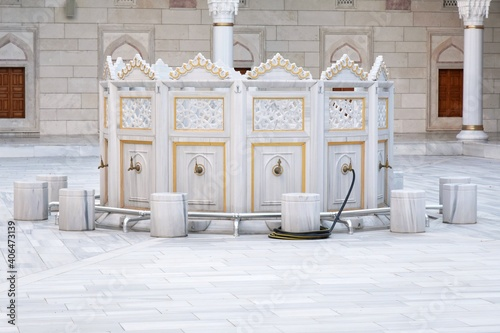 Obraz na plátne Marble fountains for ritual ablution in North Star (Kuzey Yildizi) mosque, Ankar