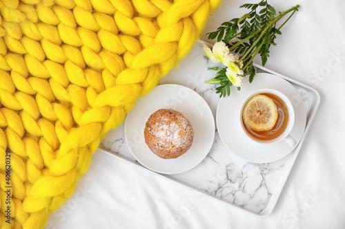 Obraz Tray with tasty breakfast on bed - fototapety do salonu
