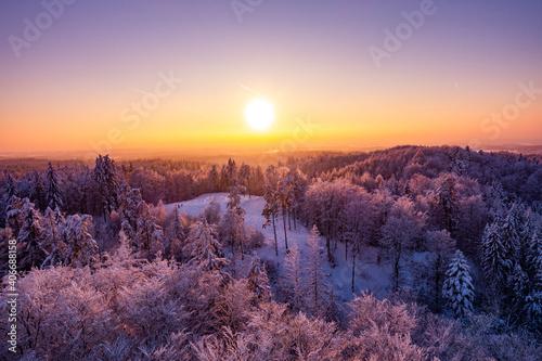 Fototapeta Zima śnieg zachód słońca las kaszuby wieżyca obraz