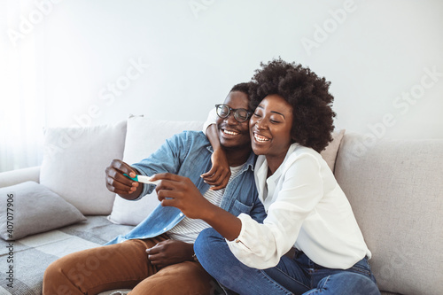 Joyful couple finding out results of a pregnancy test at home Fototapet