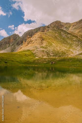 Le petit lac de soulier et ces alentours #407152388