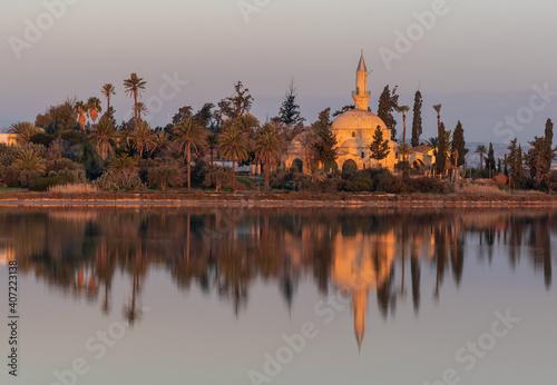 Fototapeta Hala sultan Tekke Muslim shrine mosque reflected on the lake in the morning