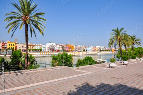 Photo Seville embankment of Guadalquivir river, Spain