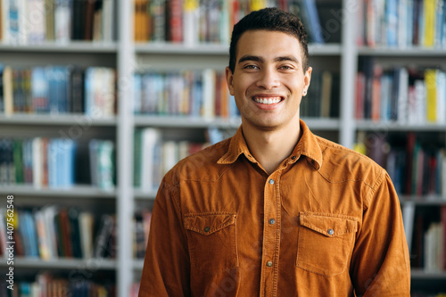 Portrait of successful hispanic business man looks directly at the camera, smile Fototapet