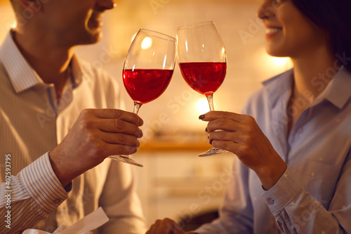 Canvas Print Cropped shot of happy married couple raising toast on romantic date at home
