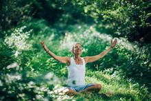 Awareness Meditation - Meditating, Increasing Awareness Of The Surroundings