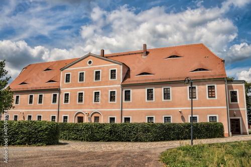 annaburg, deutschland - saniertes haus am stadtpark © ArTo