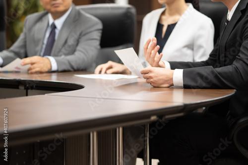 会議するビジネスマン Fototapeta