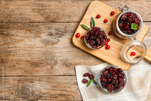 Obraz na plátně Flat lay composition with tasty fresh and dried cranberries on wooden table