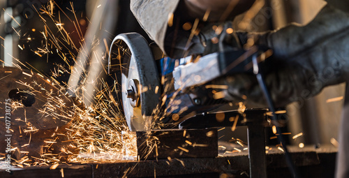 Canvas-taulu grinding cutting metal sheet with angle grinder machine and sparks, Close up