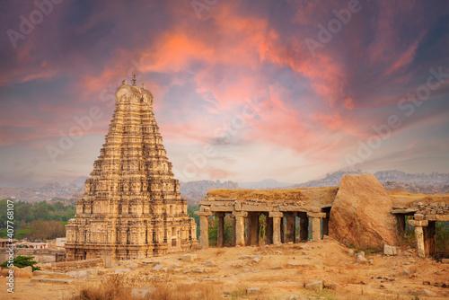 Obraz na plátně Unbelievable ancient temple ruins in Hampi at sunset, India