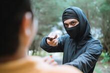 Criminal Bandit Force Knife To Rob Victim On The Street