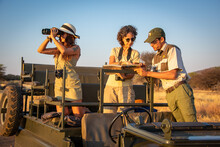 Guide And Two Female Guests Discuss Sighting