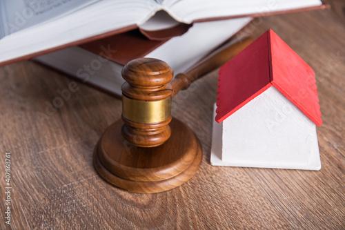 Obraz na plátne gavel justice hammer and house