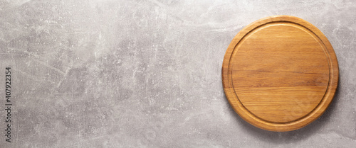 Fotografering Pizza or bread cutting board for homemade baking on table