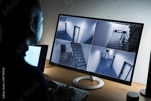 Obraz Businessman Watching CCTV Footage Of Office Interior On Computer - fototapety do salonu
