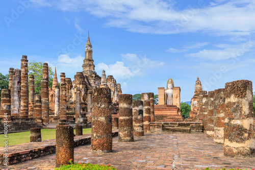 Fotografie, Obraz Standing Buddha statue in ruined chapel in monastery complex at Wat Mahathat tem