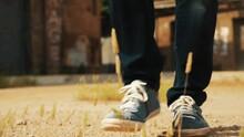 Pies Caminan En La Tierra Se Mueven Lentamente Zaptillas