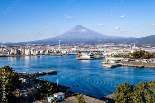 Fotografia 静岡県富士市田子の浦からの工場と富士山