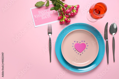 Festive table setting for Valentines Day celebration on color background © Pixel-Shot