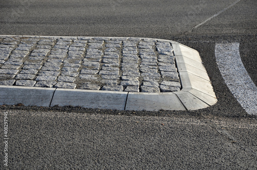 Obraz na płótnie roundabout of paving of gray granite cubes in a rolled sill closer to the center