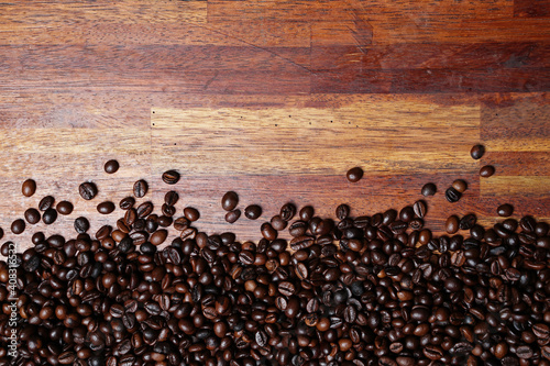 Fototapety, obrazy: Concept wallpaper for a coffee shop. The scattered coffee beans are combined with a plain background. The texture of the coffee beans is very striking. Template background for mockup design.