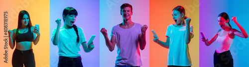 Obraz Celebrating. Portrait of young cheerful people on neon gradient background. Flyer, art collage made of 5 models. Concept of human emotions, facial expression, sales, ad. Scrolling phone, listening - fototapety do salonu