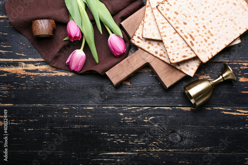 Fotografie, Obraz Composition with Jewish flatbread matza for Passover and flowers on dark backgro