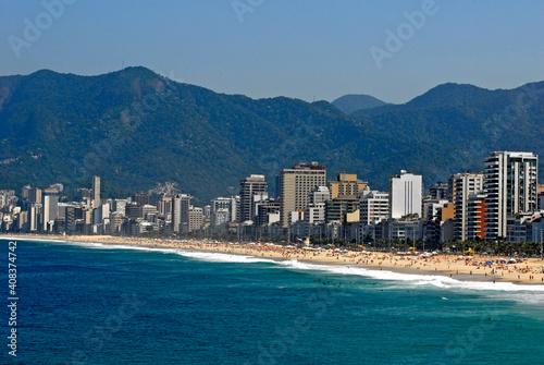 Fotografering Prédios de apartamentos na praia de Ipanema. Rio de Janeiro