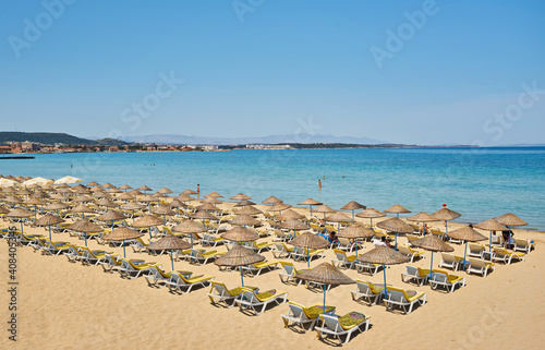 Papel de parede Empty sunbeds and parasols on morning, by the sea